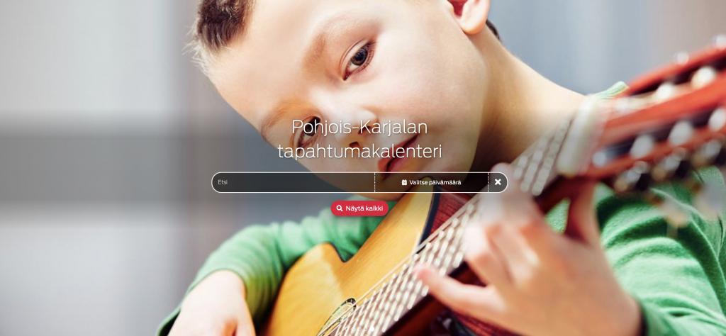 kitaraa soittava poika